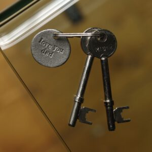 Kutuu Key Fob which is made out of pewter embossed with the phrase 'love you dad'